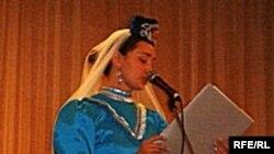 Самардагы хатын-кызлар җыелышында Наилә Сабирҗанова чыгыш ясый