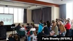 في احدى قاعات الدراسة في مؤسسة تعليمية اوروبية