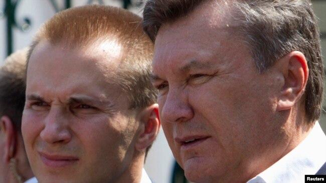 Віктор Янукович і його старший син Олександр, фото 2010 року