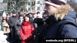 Берасьцейцы сьпяваюць гімн пратэсту супраць будаўніцтва акумулятарнага заводу