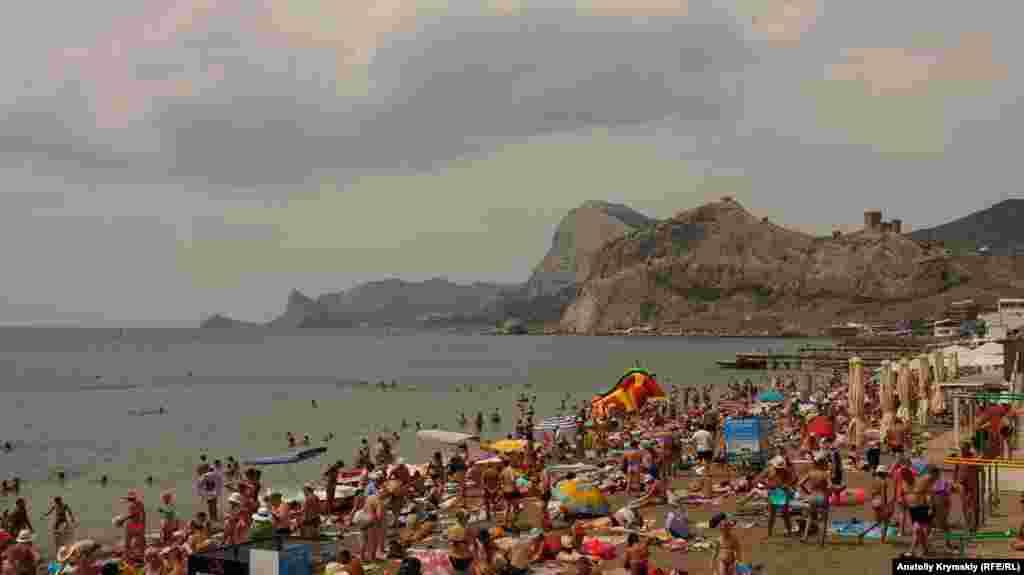 Пляж опівдні