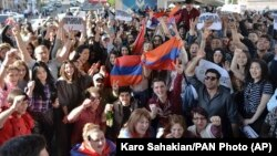 ARMENIA -- Yerevan residents celebrate Armenian Prime Minister's Serzh Sarkisian's resignation in Yerevan, April 23, 2018