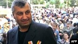 В окружении нынешнего главы Южной Осетии сомневаются в том, что ЦИК зарегистрирует Эдуарда Кокойты кандидатом в президенты