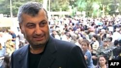 Teziyev said that President Eduard Kokoity has established an authoritarian regime and driven his opponents away.