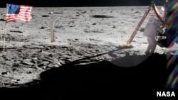 ნილ არმსტრონგი მთვარის ზედაპირზე