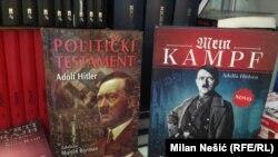 Hitlerin yazdığı kitablar Serbiyadakı kitab sərgisində.