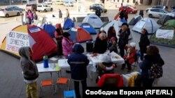 Протестът на майки с деца с увреждания пред сградата на Министерския съвет