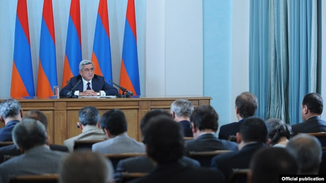 Armenian President Serzh Sarkisian announces the suspension of diplomatic relations with Hungary in Yerevan on August 31, within hours of news of the Azerbaijani pardon.