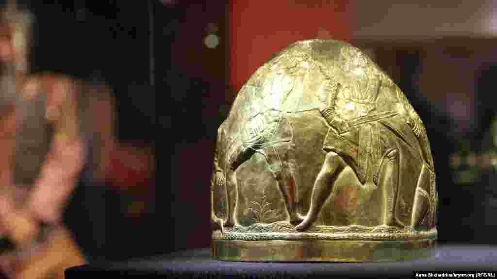 Этот древний артефакт – один из тех экспонатов, которые все же вернулись из Нидерландов в Украину. Все потому, что он хранился не в крымском музее, а в Киеве – в Музее исторических ценностей Украины при Киево-Печерской Лавре