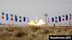 İranın kosmik raketi Səmnan yaxınlığından havaya qalxıb