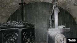Могилы Александра Грибоедова и его жены в пантеоне на горе Мтацминда
