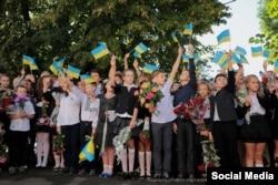 1 сентября в Кременной (фото Луганской ОГА)
