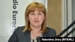 Liliana Palohovici în studioul Europei Libere la Chișinău