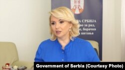 Ministarka Darija Kisic Tepavčević veruje da će se kolektivni ugovori u firmama, koji trenutno svim zaposlenima garantuju punu platu u slučaju bolovanja, izmeniti