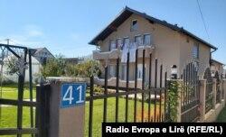 Kjo është shtëpia, në adresën e së cilës është e regjistruar kompania pritave, LDA Group Shpk, ku u transferuan mbi 2 milionë euro.