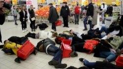 У Расеі пакупнікі супэрмаркету ўпалі «нежывыя» ВІДЭА