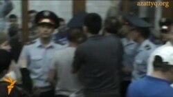 """В зале суда после оглашения приговора по делу """"о беспорядках в Жанаозене"""""""