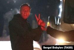 Алексей Навальный перед посадкой в автозак, который доставил его в СИЗО. Химки, Московская область, 18 января 2021 года