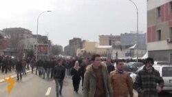 Protestuesit kundër qeverisë dhe Thaçit