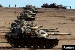 Турецкие танки на границе с Сирией в километре от Кобани