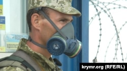 Український прикордонник споряджений засобами протиепідемічного захисту