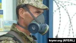 Український прикордонник на адмінкордоні з Кримом
