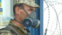 Украинский пограничник на админгранице с Крымом