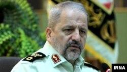Ministrul de interne iranian Esmail Ahmadi Moghadam vorbind la o conferință de presă