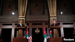 Presidenti Barack Obama (majtas) dhe Mbreti Abdullah gjatë konferencës për shtyp në Aman