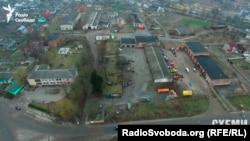 Гаражні приміщення, які «Північно-Західне видобування» взяло в оренду на 5 років у Володимирці, що за 30 кілометрів від родовища міді