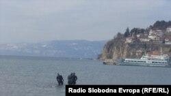 Zhytësit në aksion për pastrimin nga minat në Liqenin e Ohrit