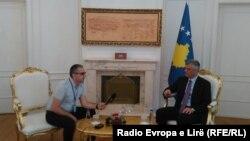 Presidencë, foto gjatë intervistës për Radion Evropa e Lirë