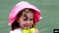 Английская девочка, которой недавно исполнилось четыре года, пропала 4 мая из гостиничного номера в городе Прайа-да-Луш