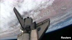 """""""Дискавери"""" на орбите Земли, 16 апреля 2010 г"""