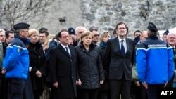 Франсуа Олланд, Анґела Меркель і Мар'яно Рахой неподалік місця катастрофи, 25 березня 2015 року
