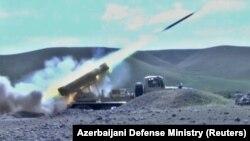 Азербайджански военни сили изтрелват ракети срещу позиции на арменските сепаратисти в Нагорни Карабах