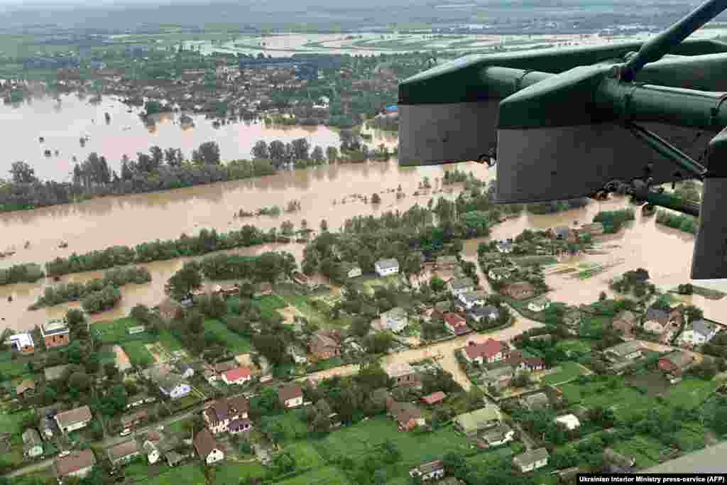 Затоплені села Івано-Франківщини, 24 червня. За повідомленням того дня, у Верховинському районі загинули троє людей