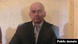 Владимир Козлов өзіне шығарылған сот үкімін тыңдап тұр. Ақтау, 8 қазан 2012 жыл.