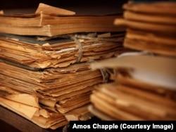 Стопки бумаг в Архиве спецслужб