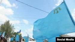 Крымскотатарский флаг в Мелитополе, архивное фото