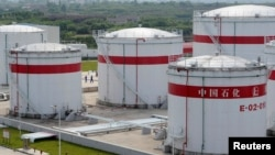 FILE PHOTO: Oil tanks are seen at a Sinopec plant in Hefei, Anhui province, China May 31, 2009. REUTERS/Jianan Yu/File Photo