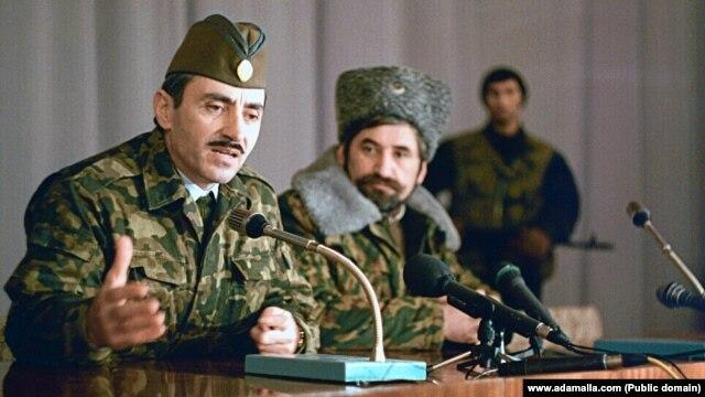 Джохар Дудаєв, перший президент Ічкерії (ліворуч) і Микола Козіцин (архівне фото)