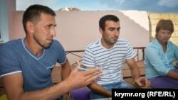 Крымскотатарский активист Ролан Османов (слева)
