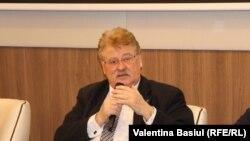Eurodeputatul german Elmar Brok, membru al Comisiei pentru afaceri externe