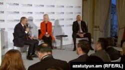 Премьер-министр Армении Никол Пашинян и президент Азербайджана Ильхам Алиев принимают участие в обсуждении карабахского урегулирования, Мюнхен, Германия, 15 февраля 2020 г.