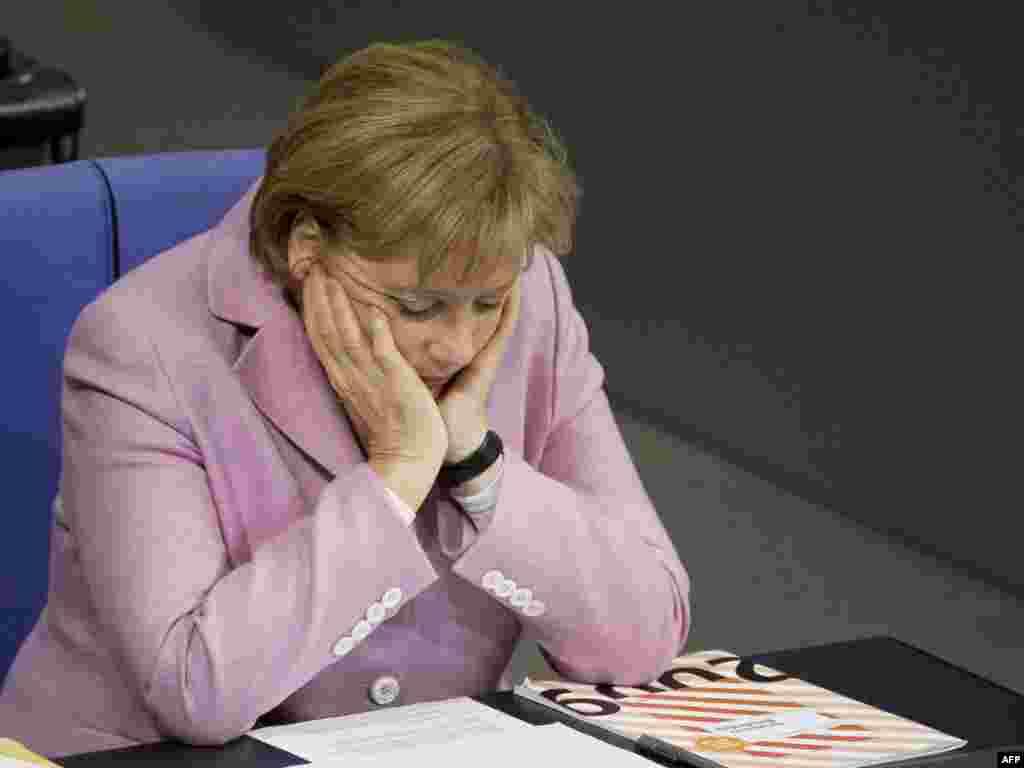 Нямеччына: канцлерка Нямеччыны Ангела Мэркель падчас дэбатаў у Бундэстагу наконт мэтазгоднасьці знаходжаньня нямецкіх войскаў у Аўганістане.