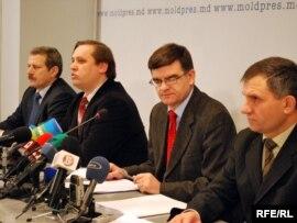 Istoricii Ion Varta, Igor Casu, Gheorghe Cojocaru, Mihail Tasca