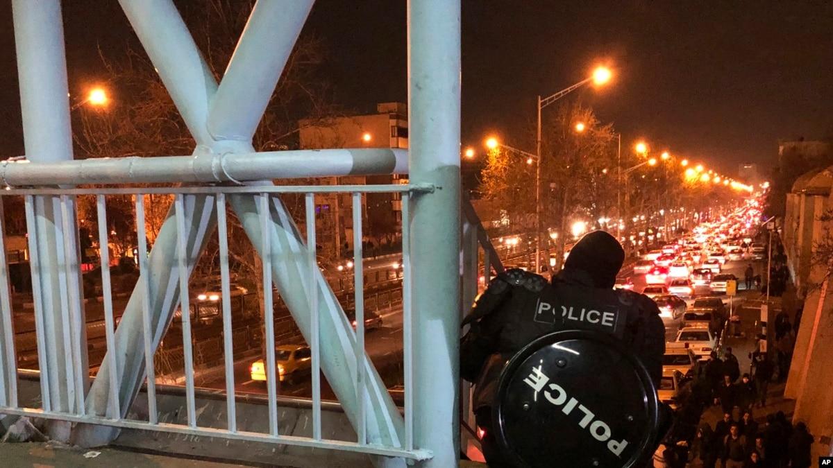 Мировые агентства и социальные сети – о протестах в Тегеране из-за сбития самолета