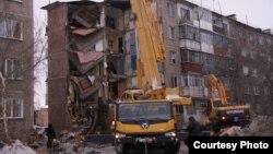 Бір подъезі түгел құлаған көпқабатты тұрғын үй. Шахан кенті, Қарағанды облысы, 2 қаңтар 2016 жыл.