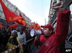 Коммунистік партияның жақтастары шеруге шықты. Мәскеу, 17 қазан 2012 жыл.